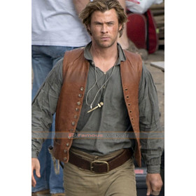 In the Heart of Sea Chris Hemsworth (Owen Chase) Brown Vest